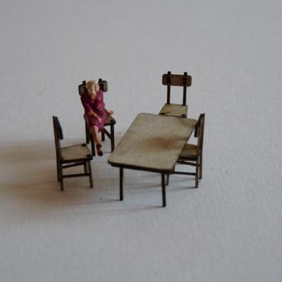 Table et chaises (H0)