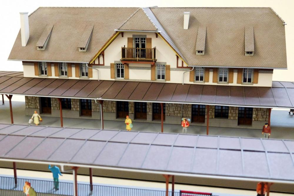 Gare de Puidoux-Chexbres complète avec marquise centrale (H0)